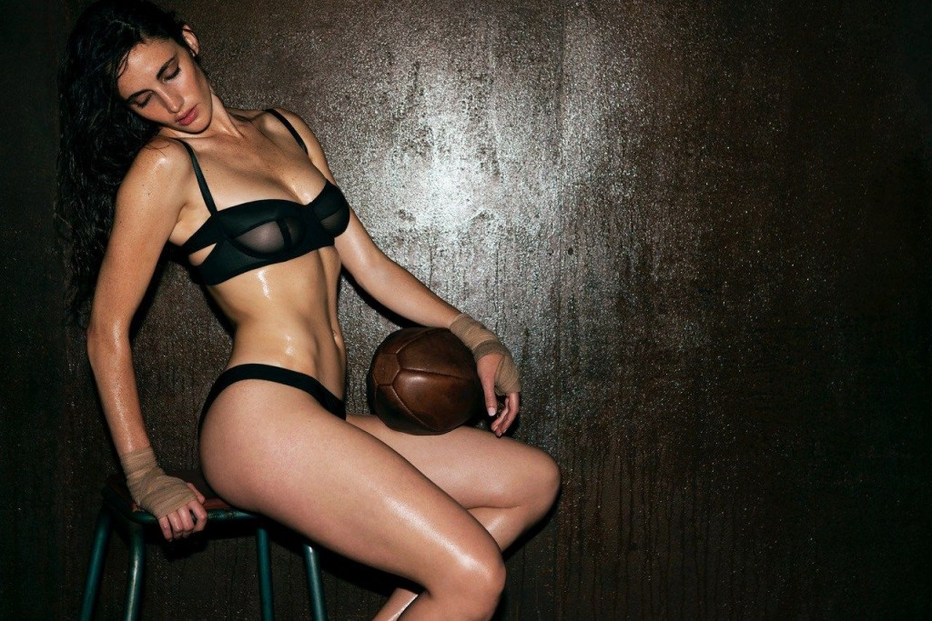 Xamira Zuloaga Topless & Sexy 2