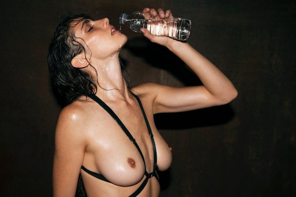 Xamira Zuloaga Topless & Sexy 5