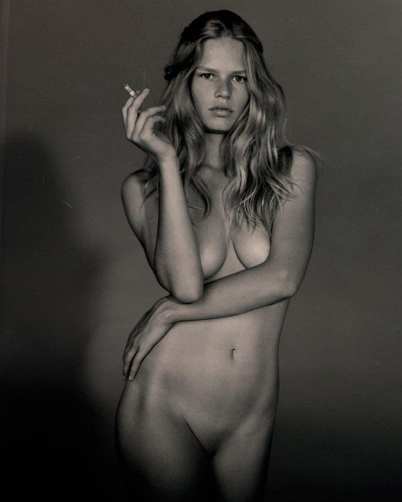 Anna Ewers Nude 4