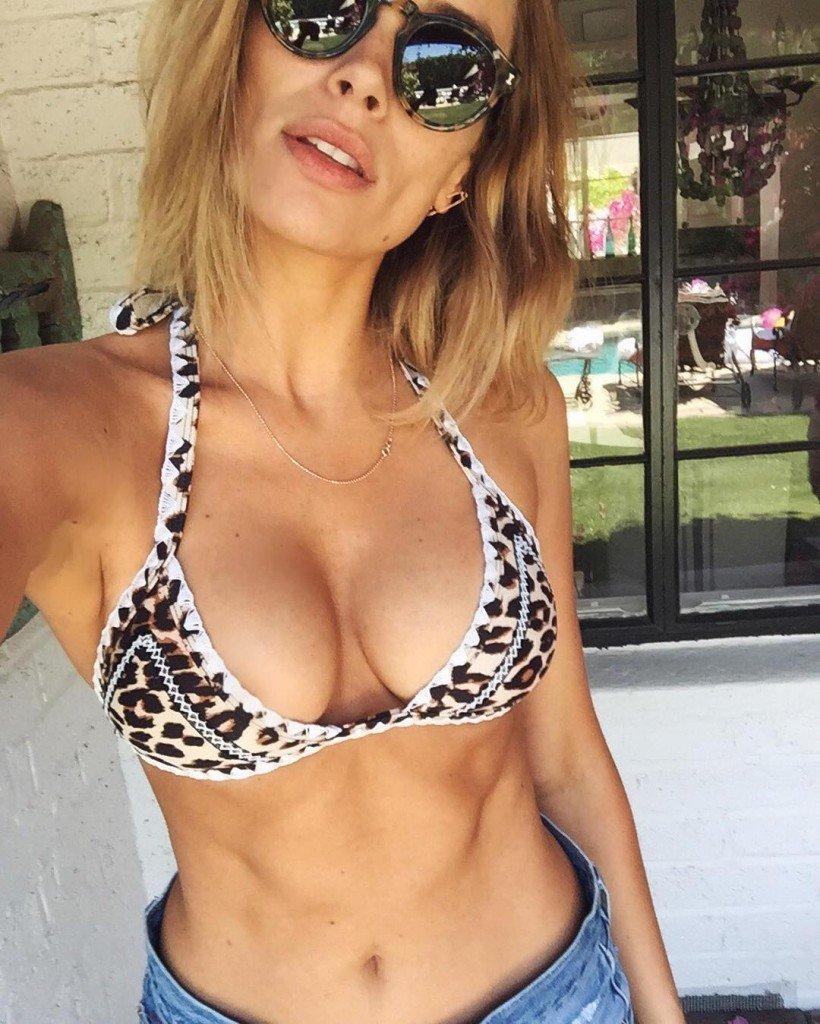 Arielle Vandenberg Cleavage