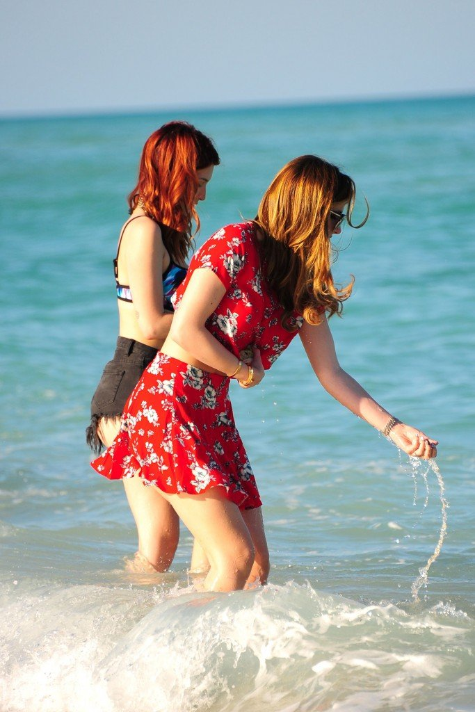 Bella Thorne & Dani Thorne Sexy (216 Photos)