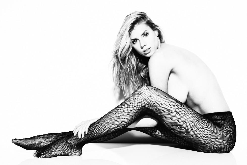 Charlotte McKinney Sexy & Topless (5 Photos)