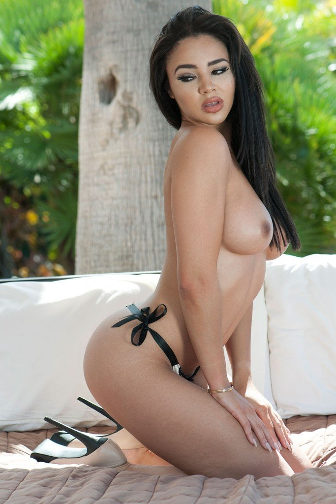 March's Best Unseen Page 3 Photos – Part 2