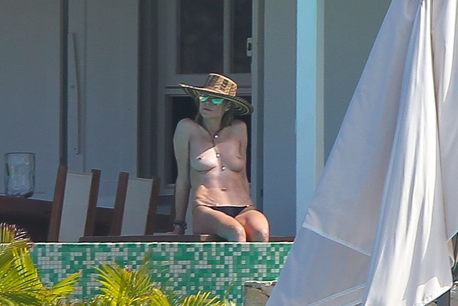 Heidi Klum Topless 31