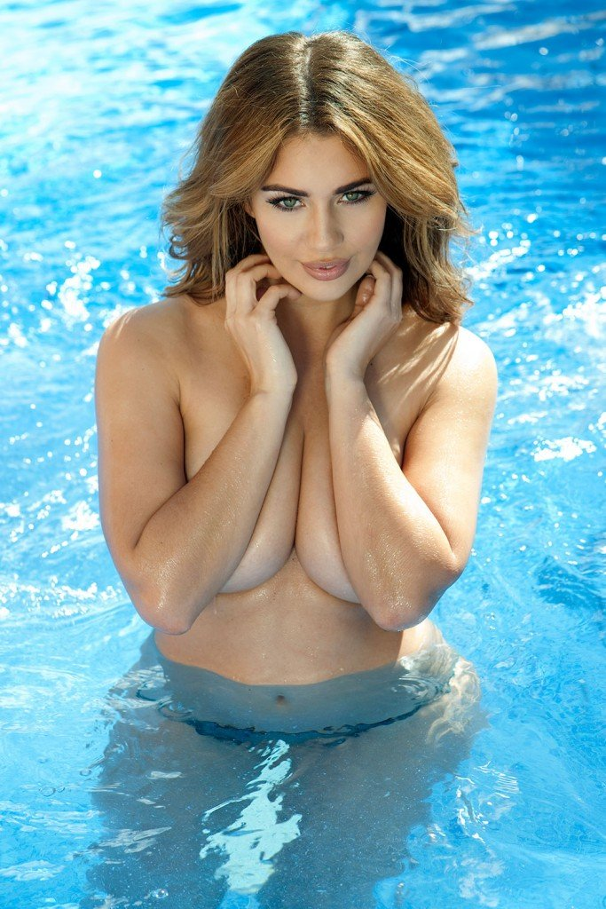 Holly Peers Topless – Page3 (4 Photos)
