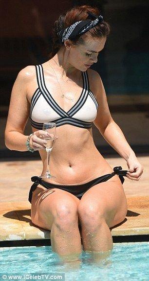 Jennifer Metcalfe Sexy (52 Photos)