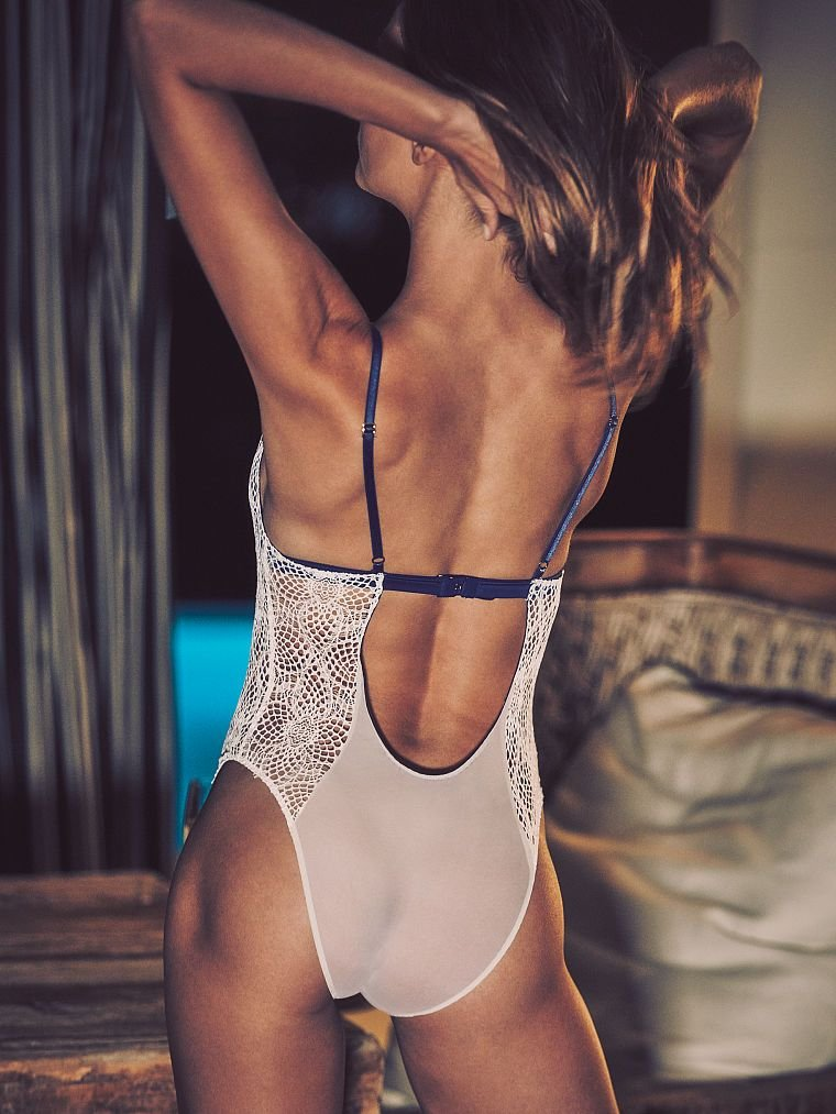 Josephine Skriver Sexy (20 Photos)