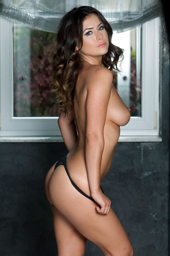 Kelly Hall Sexy & Topless – Page3 (4 Hot Photos)