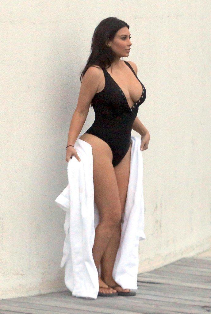 Kim Kardashian Sexy (42 Photos)