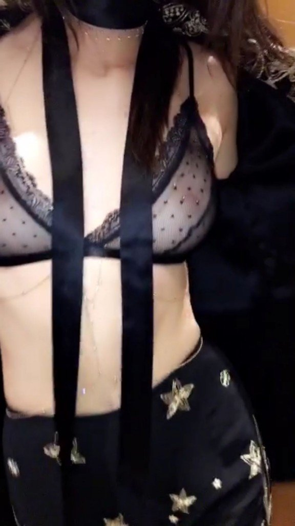 Kendall Jenner Sexy (3 Photos + Video)