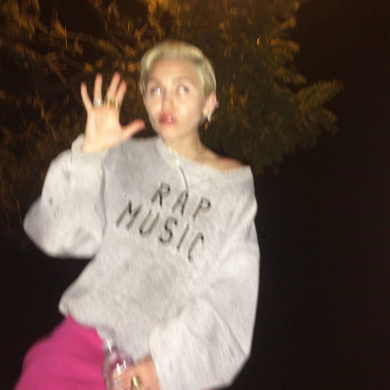 Miley Cyrus Naked (21 New Photos) | #TheFappening | 74dveri.ru