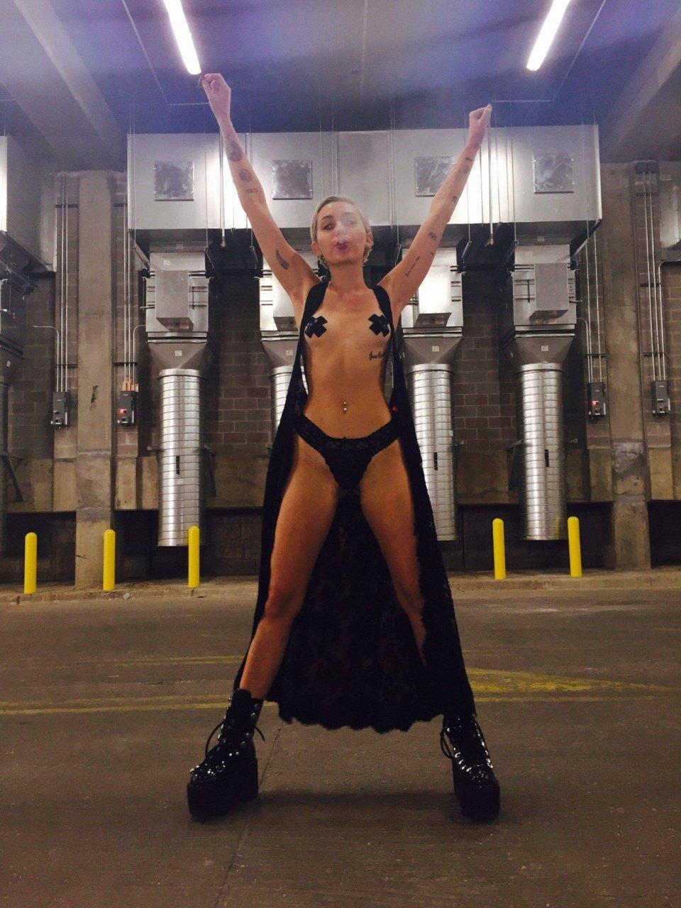 Miley cyrus leaked nudes