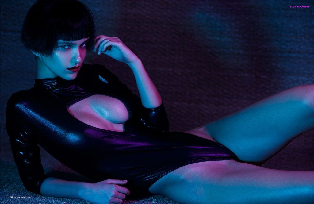 Paula Bulczynska Topless & Sexy 1