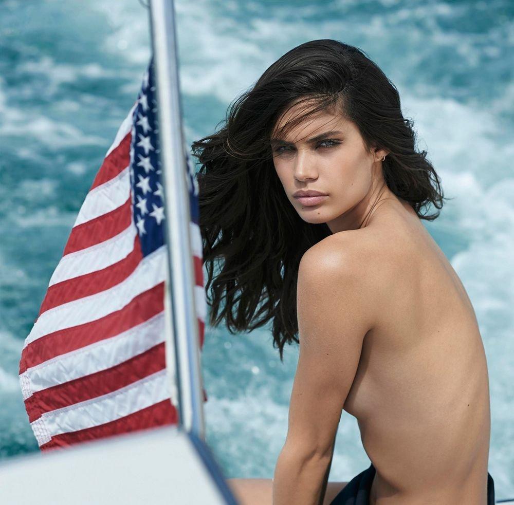 Sara Sampaio Nude & Sexy 1