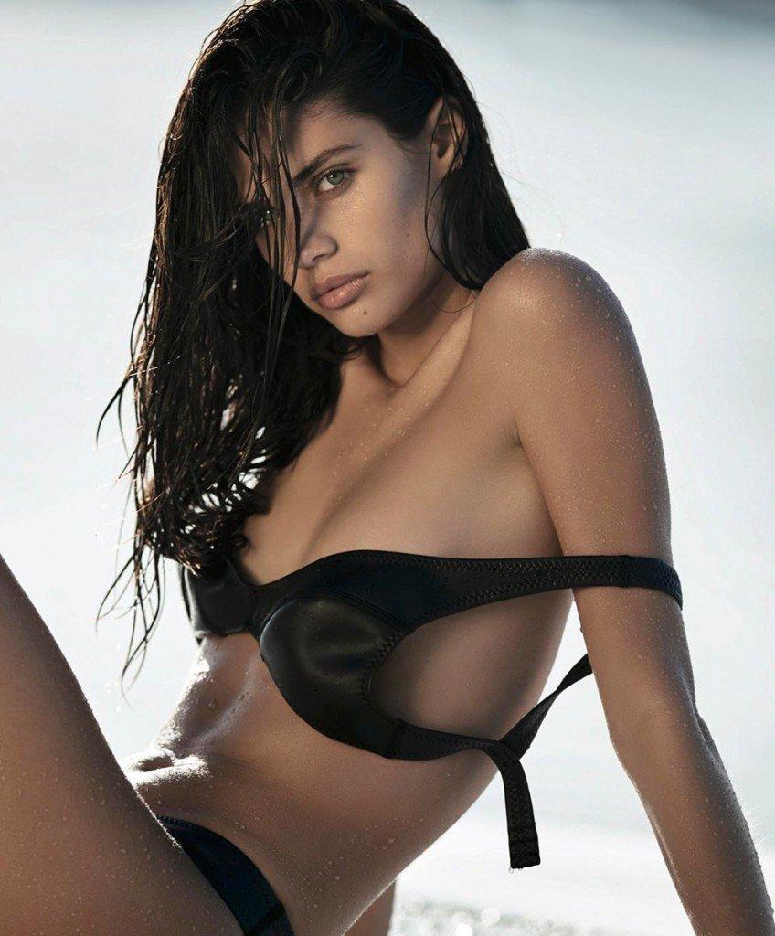 Sara Sampaio Nude & Sexy 5