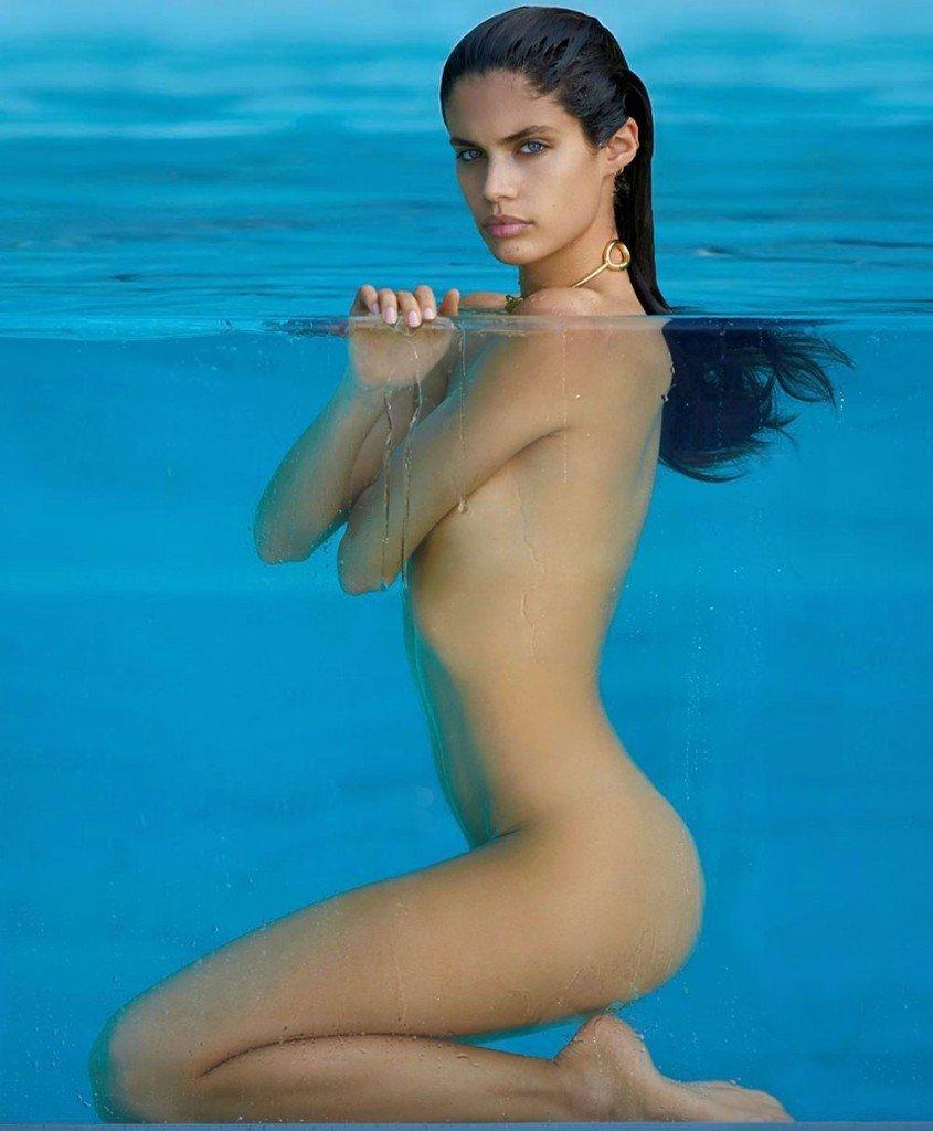 Sara Sampaio Nude & Sexy 7
