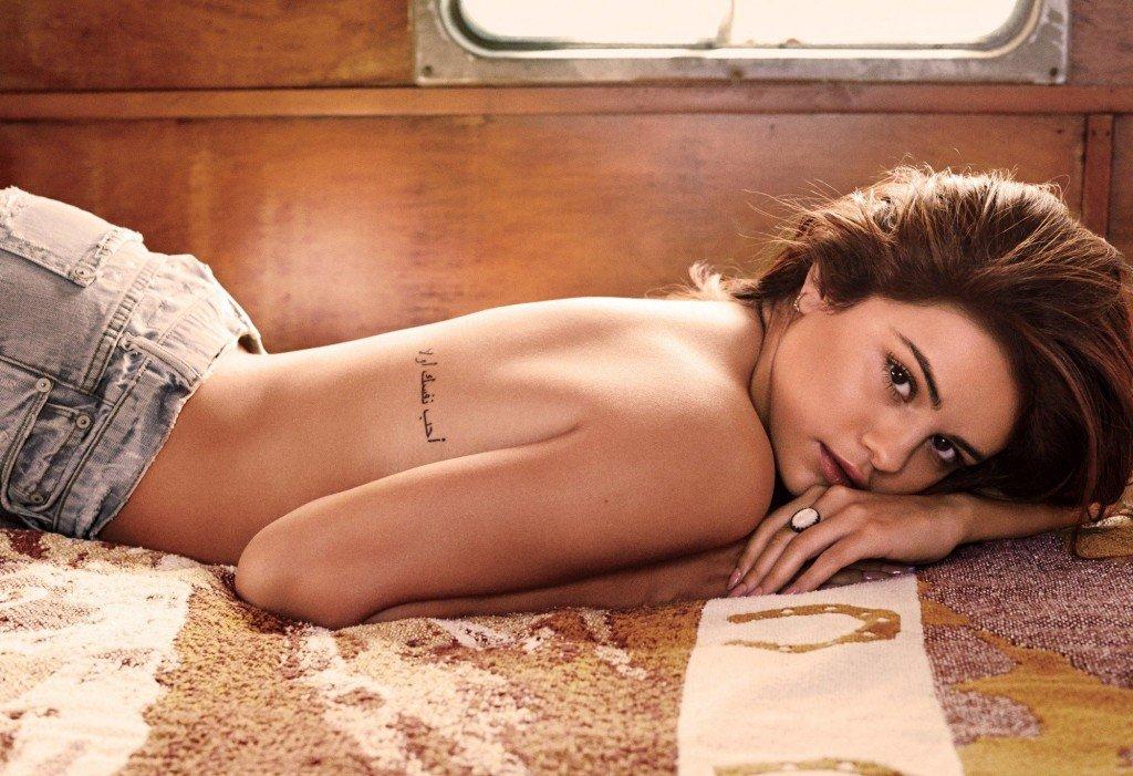 Selena Gomez Sexy (7 Photos)