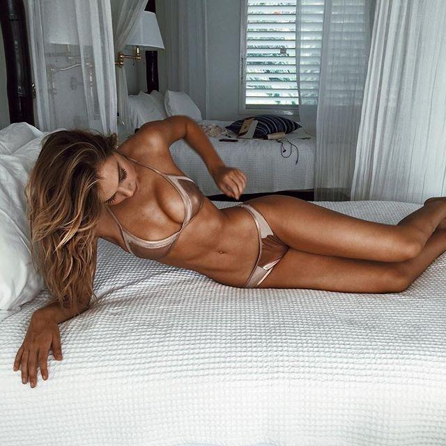 Alexis Ren Sexy 1