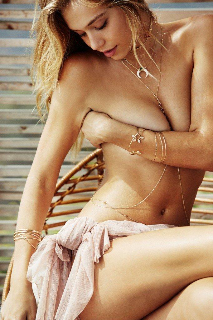 Alexis Ren Sexy & Topless (22 Photos)
