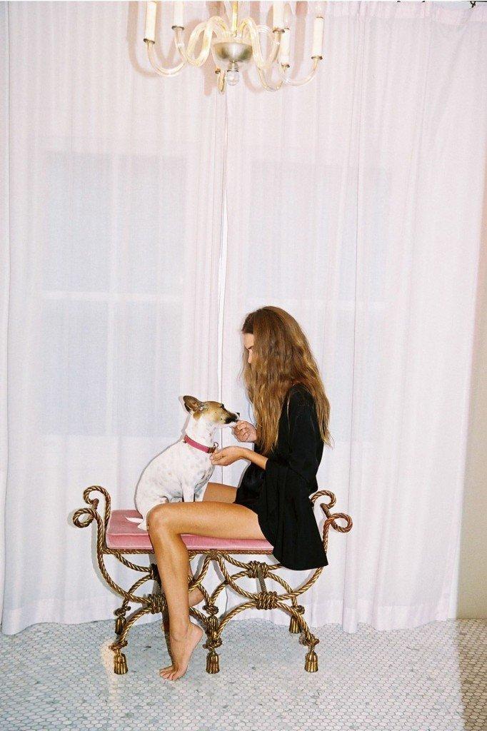 Avril Alexander Nude & Sexy (35 Photos)