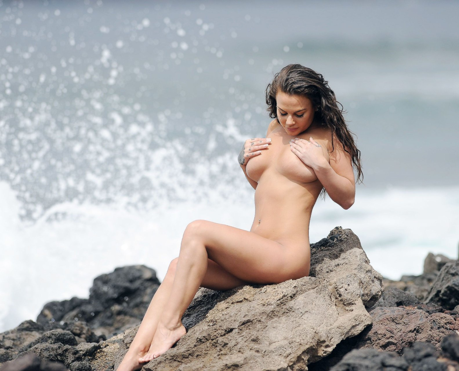 selean gome nude with cum on her