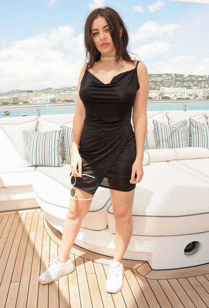 Charli XCX Sexy (15 Photos)