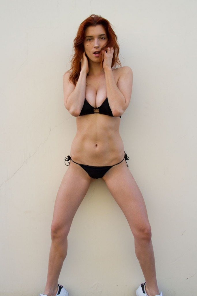 Dani Thorne Sexy (14 Photos)