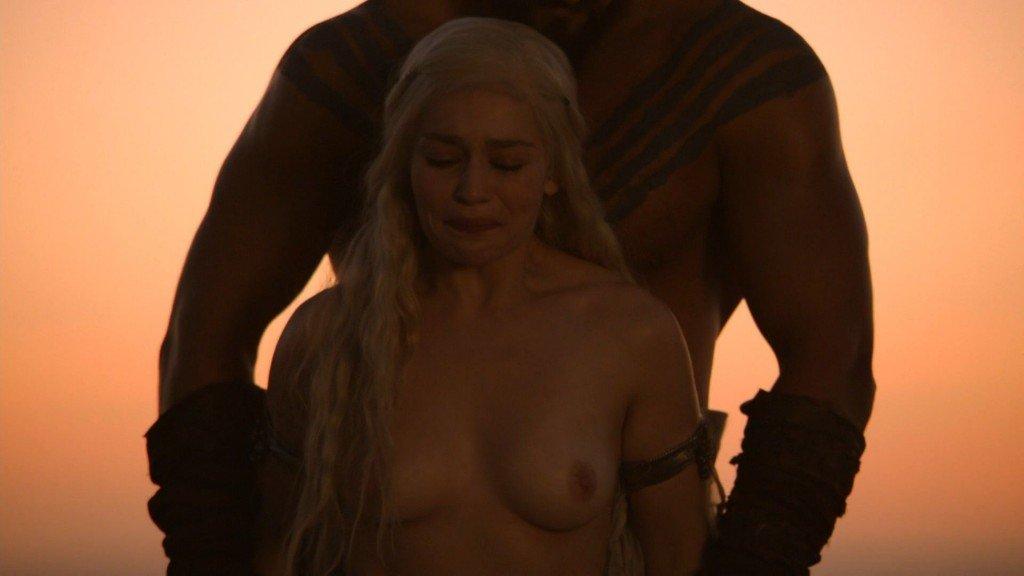 Emilia Clarke Nude 19