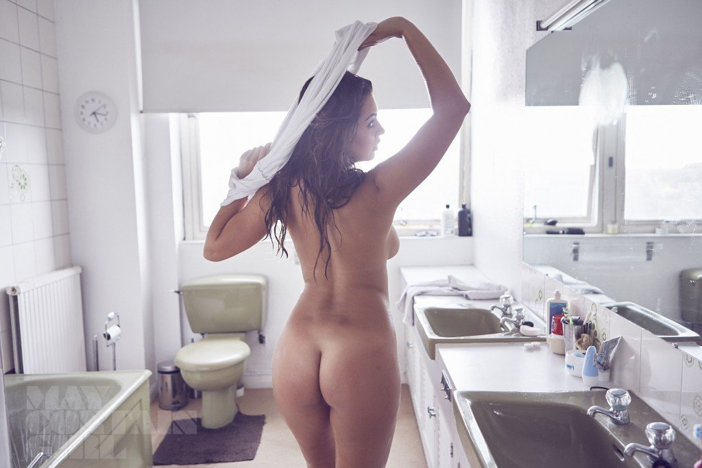 Holly Peers Nude (9 Photos)