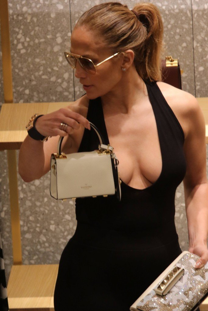 Jennifer Lopez Cleavage (14 Photos)