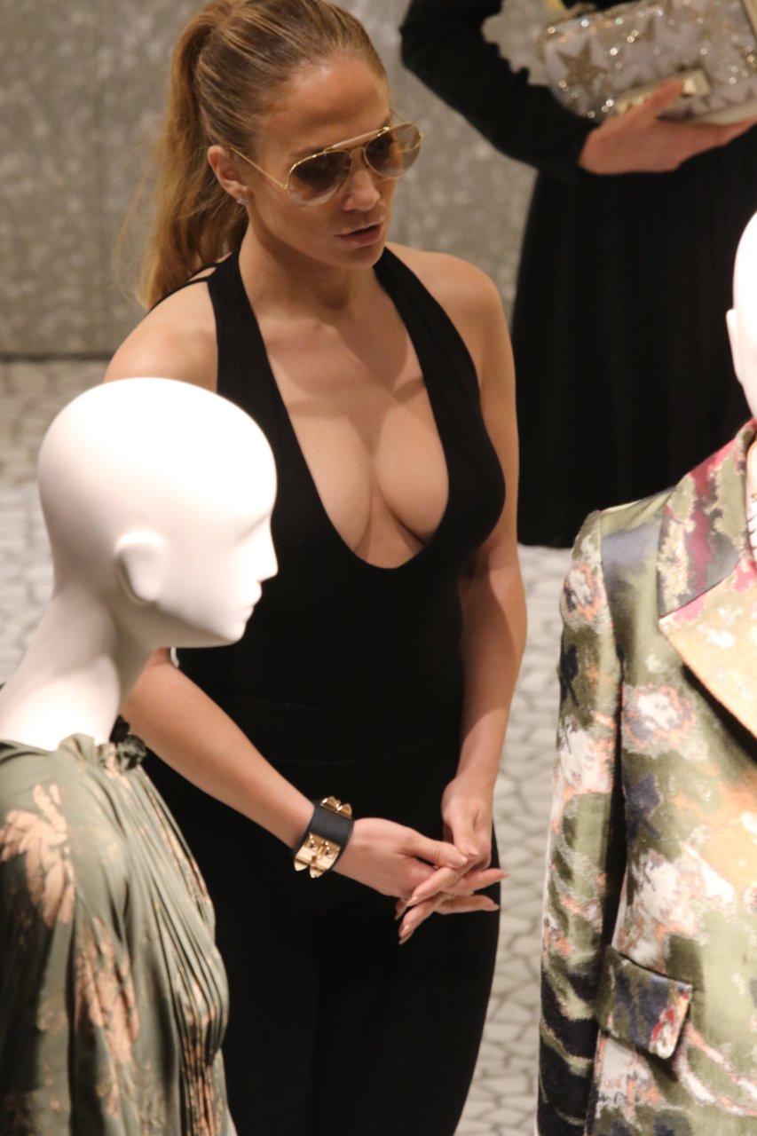 Lopez cleavage jennifer