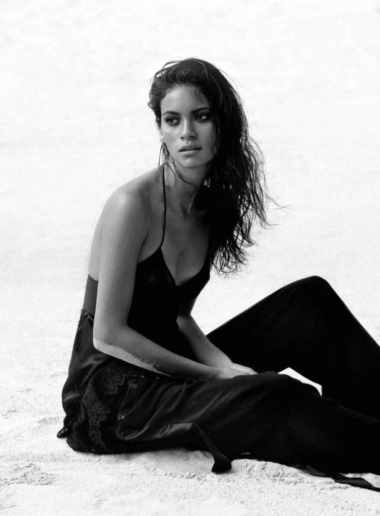 Juana Burga Topless & Sexy (14 Photos)