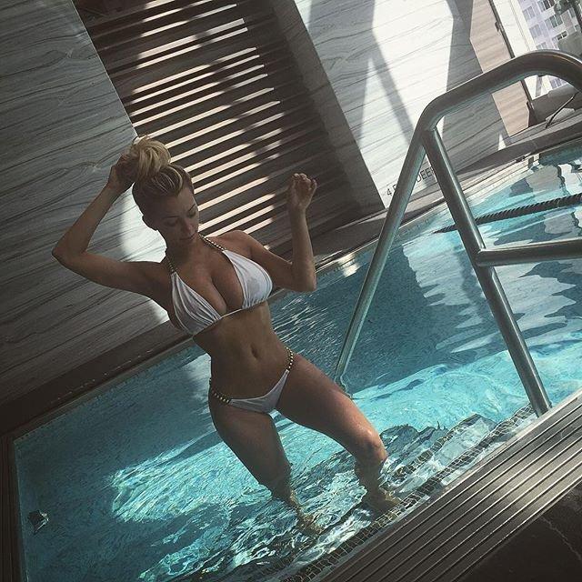 Lindsey Pelas Sexy (2 Instagram Photos)