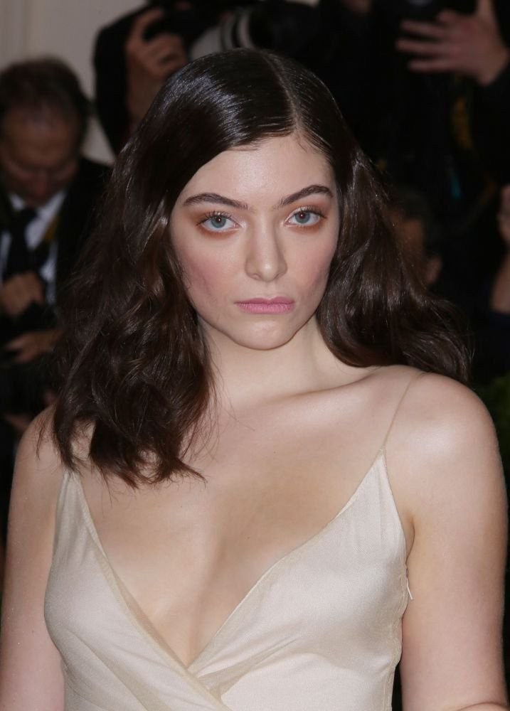 Lorde Braless (13 Photos) | #TheFappening