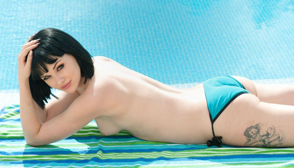 May's best unseen Page 3 pics