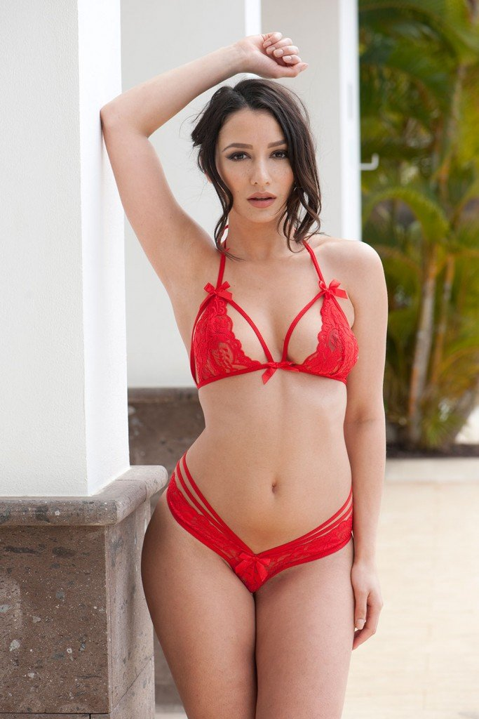 Nicola Paul Sexy & Topless (4 Hot Photos – Page3)