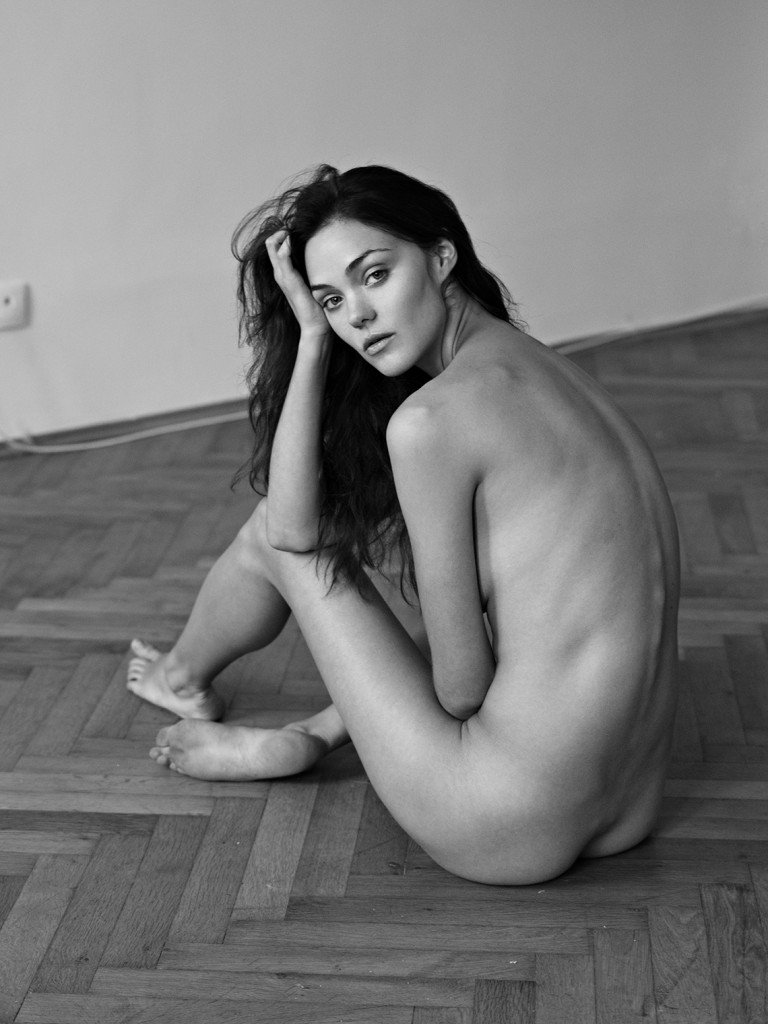 Ollie Kram Nude (3 Photos)