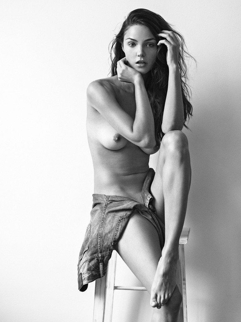 Ollie Kram Nude 2