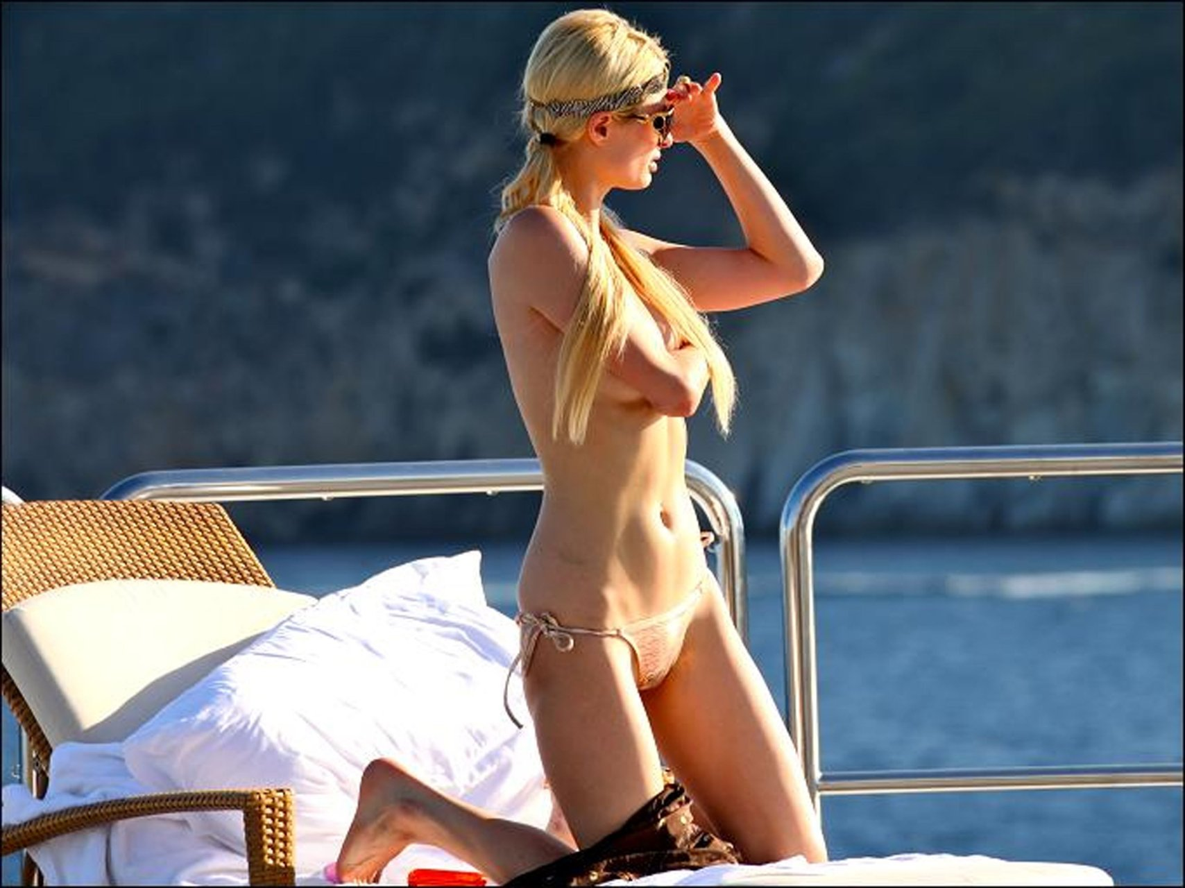 Paris hilton nude