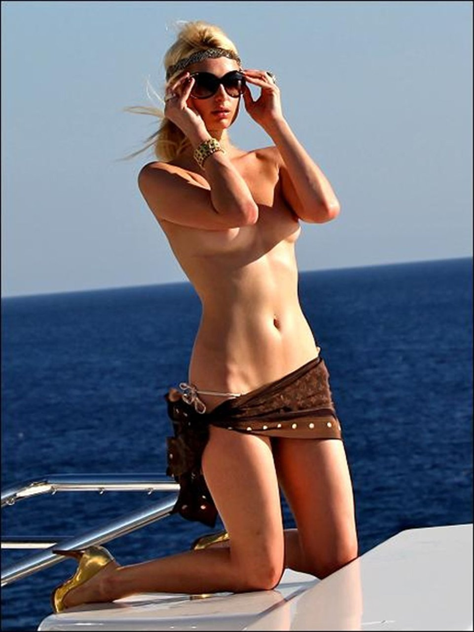 Paris bikini photo hilton