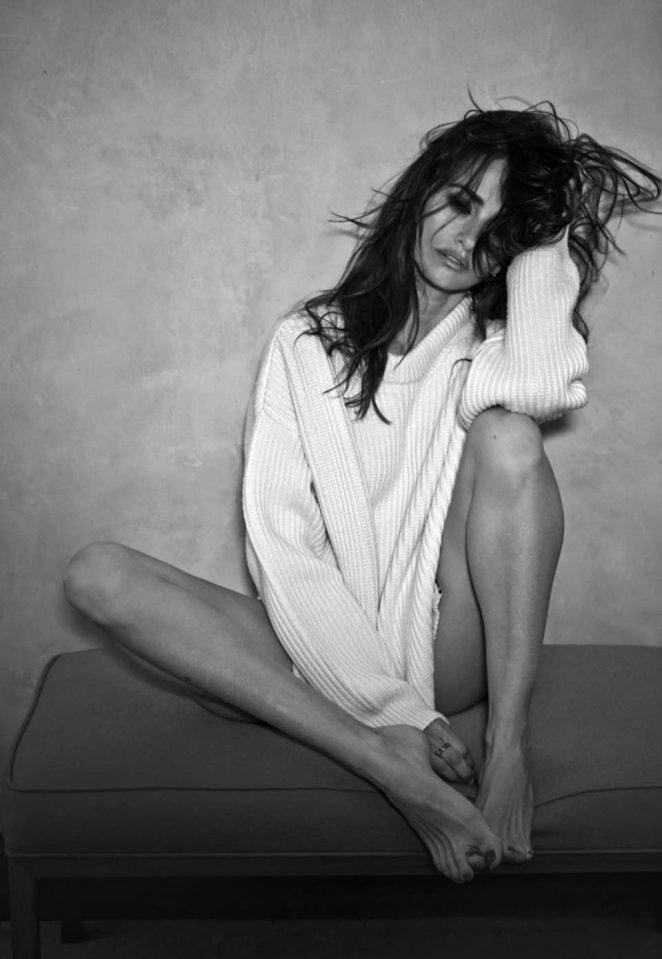 Penelope Cruz Without Panties (1 Photo)