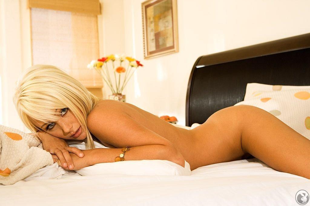 Hot blonde sara jean nude