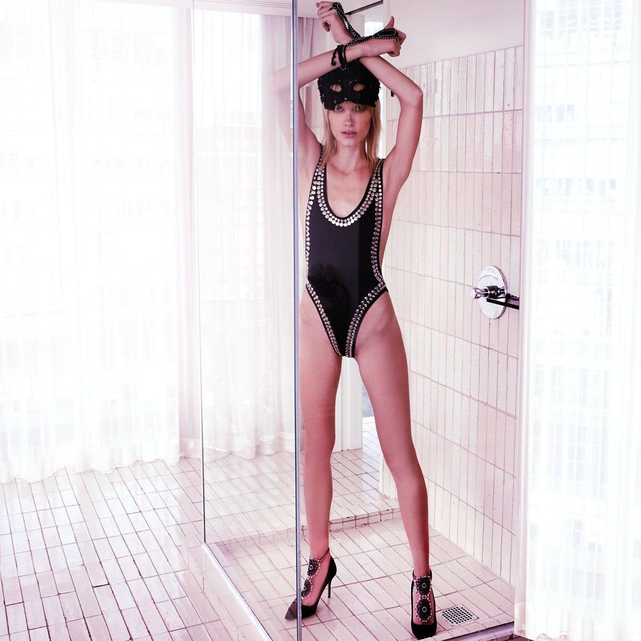 nudes (67 photo), Tits Celebrites foto