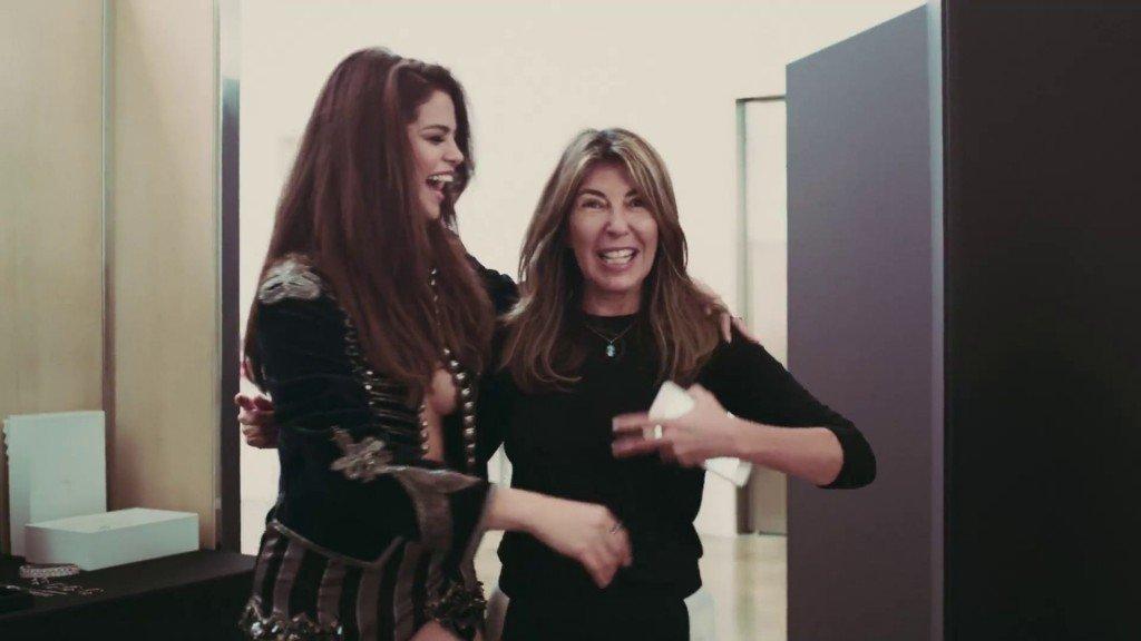 Selena Gomez Braless 5