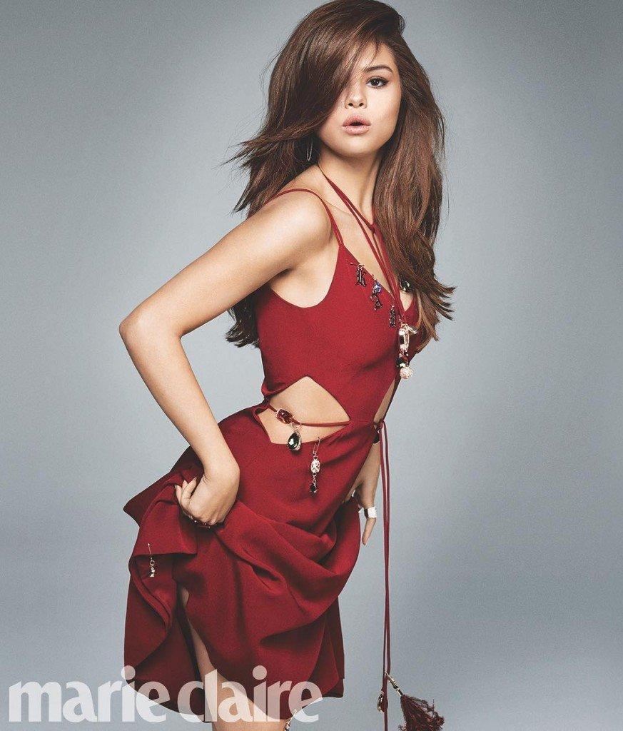Selena Gomez Braless 6