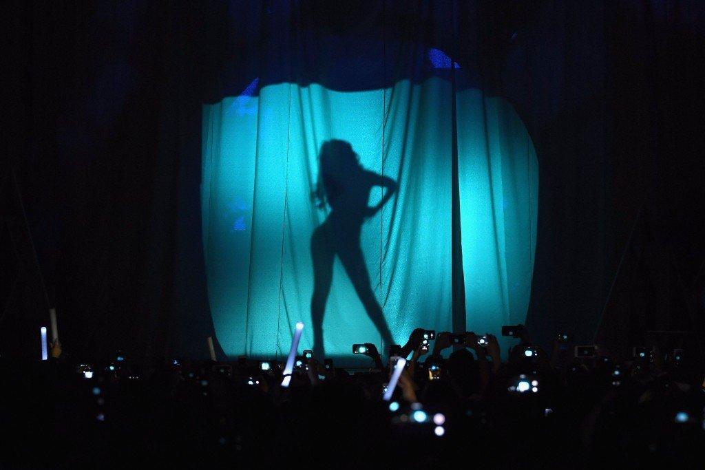 Selena Gomez Topless & Sexy (22 Photos + Video)