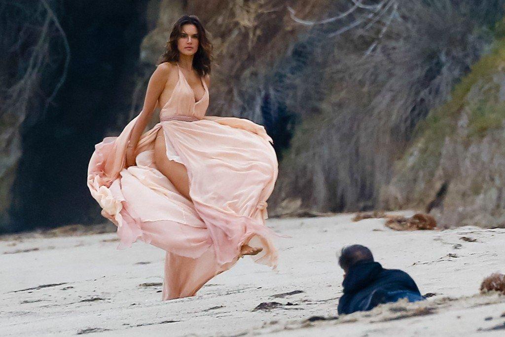 Alessandra Ambrosio Sexy 30