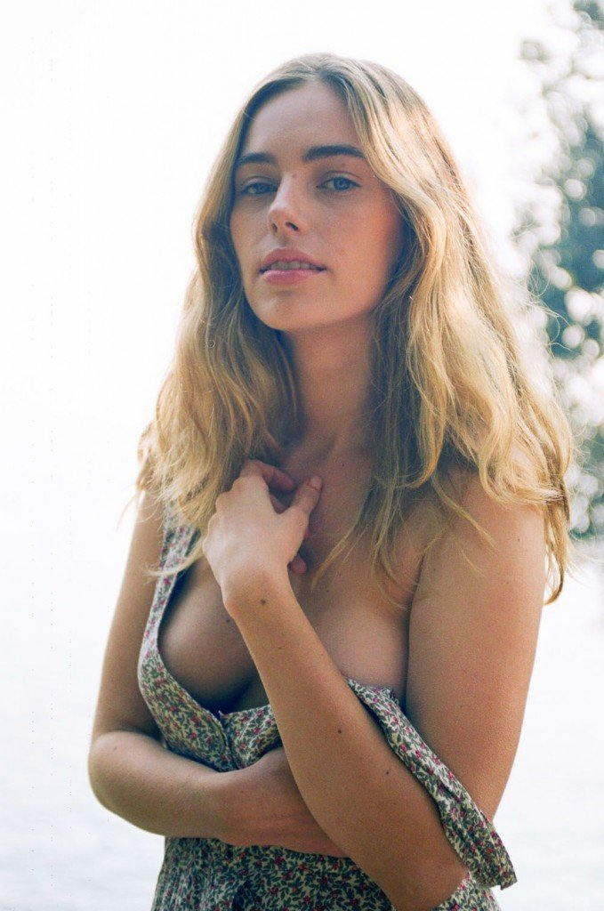Anthea Page Sexy & Topless (13 Photos)