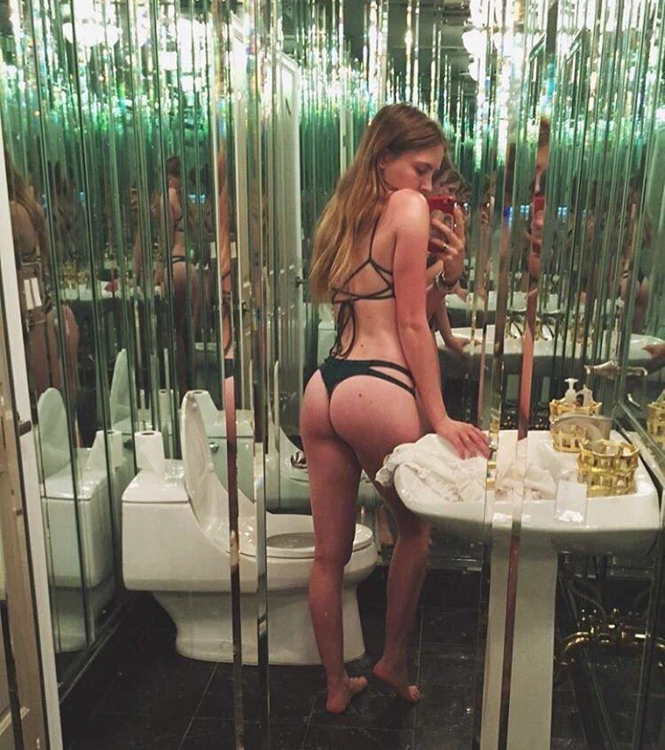Bella Thorne Sexy (8 Hot Photos)