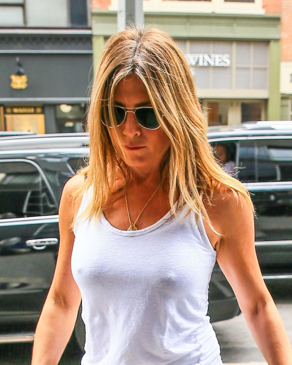 aniston gallery Jennifer tits